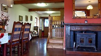 Tables à manger et cheminée